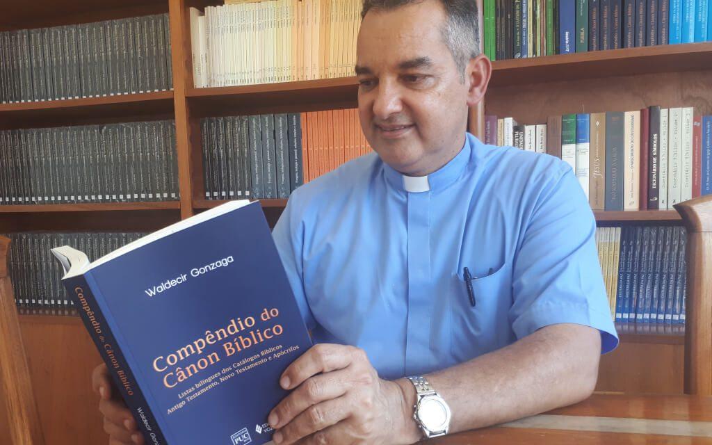 [Entrevista] Prof. Pe. Waldecir fala sobre o livro Compêndio do Cânon Bíblico